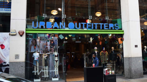 Urban Outfitters Shares Plunge After Q3 Earnings Miss Highlights Retail Weakness