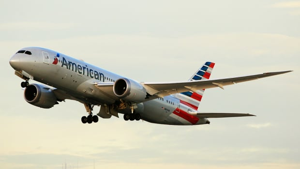 American Airlines Falls After Weaker Fourth-Quarter Outlook