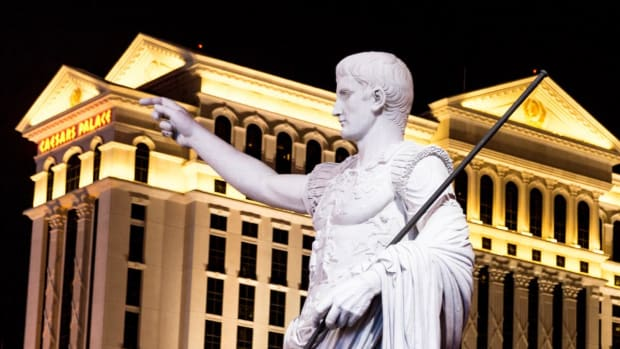 Caesars Jumps as Revenue Rises Even as Loss Widens