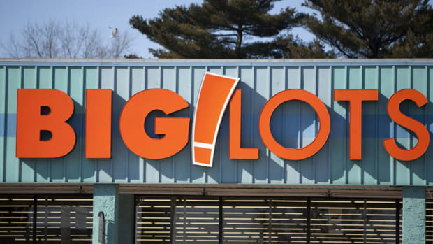 Big Lots Stock Makes Big Leap on Strong Earnings