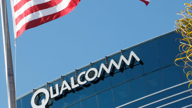 Qualcomm Slumps After Apple Move to New iPhone Chips Trims Revenue Guidance