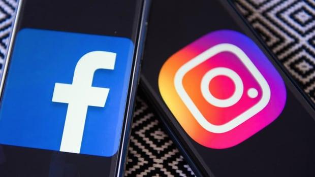 Facebook's Zuckerberg Says He's Not Going Anywhere, Sticks by Sandberg