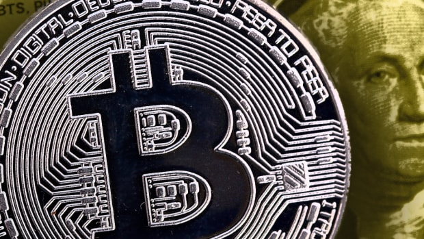 Bitcoin Today: Price Edges Lower Near $10K, Intel Reveals Blockchain 'Sawtooth'