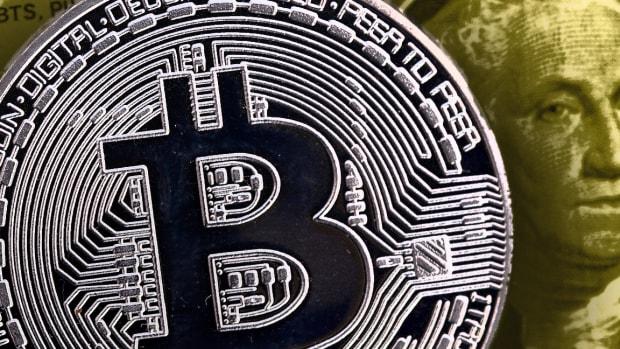 Bitcoin Today: Price Edges Lower Near $10K, Intel Reveals Blockchain 'Sawtooth'
