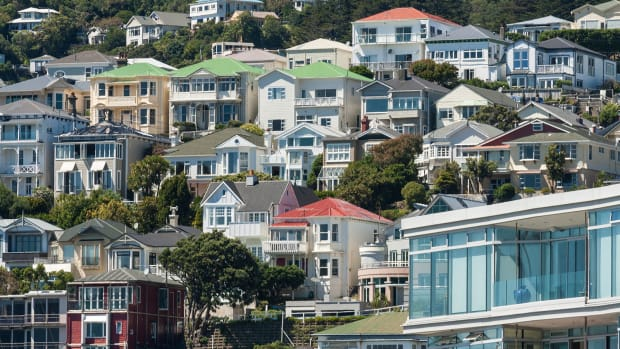 Lennar Shares Surge After Homebuilder Sees Improved Q1 Activity as Rates Ease