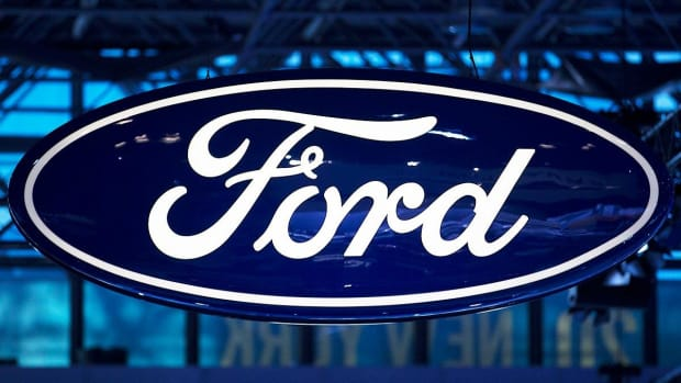Ford Leads Autos Higher as Earnings Fuel Stock Gains