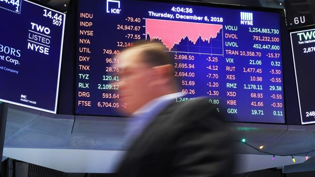 US Stocks Gain on Q3 GDP Revision; Global Markets Rattled by White House Turmoil