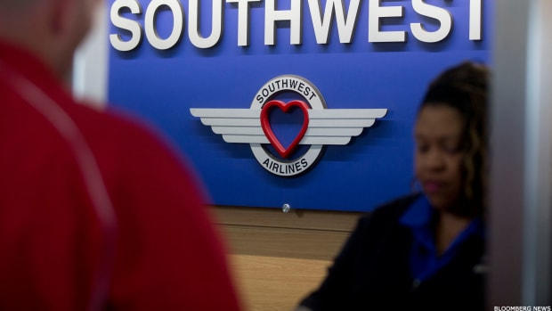 Southwest Beats Profit Estimates but Sees Continued Pressure From MAX Grounding