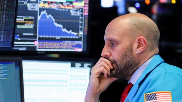 Stocks Fall on Pared Rate Cut Hopes; Apple and Boeing Weigh on Dow