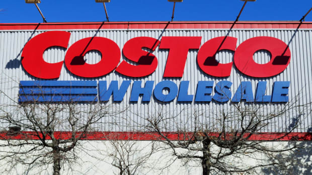 Costco Stock Slides After Earnings Miss and 'Material Weakness' Warning