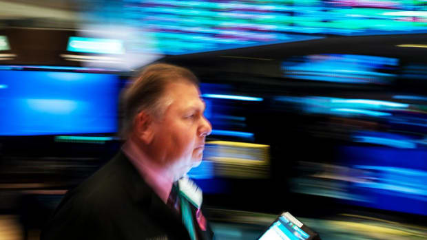 Dow Ends Lower; Stocks Slip as Trump Fans China Trade Worries