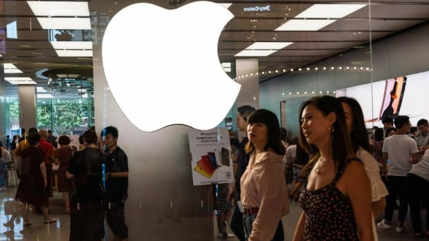 Apple Sinks on News of Plans for Additional China Tariffs