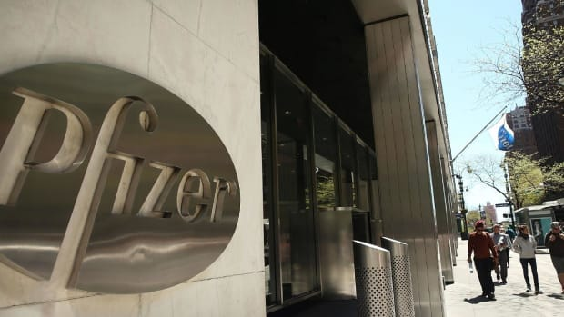 Trading Pfizer Shares on Earnings, Tie-Up With Mylan
