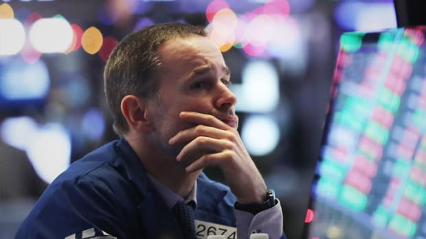 Dow Pares Losses But Ends Lower For Day on Meager U.S. Jobs Growth
