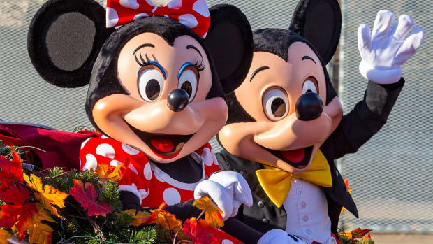 Disney Beats on Earnings - The Magic Levels to Buy or Sell