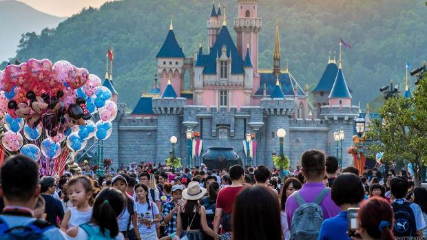 Walt Disney Co., Starbucks, Wells Fargo: 'Mad Money' Lightning Round