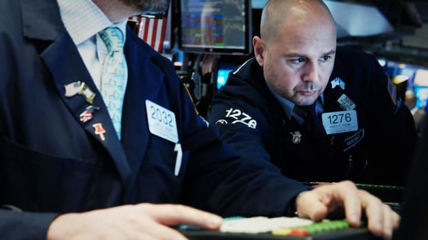 Stocks End Higher at Start of Tech-Heavy Earnings Week, Oil Prices Rise