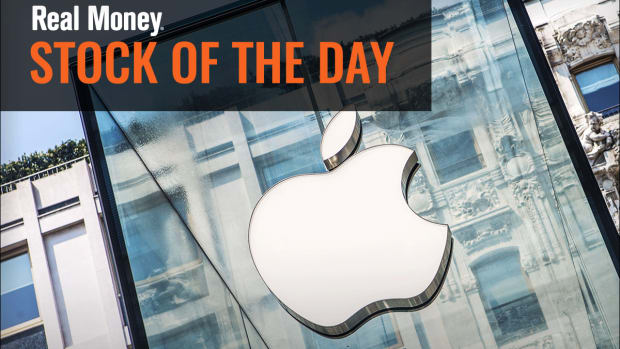Watch to See If Apple Stock Holds This Key Level