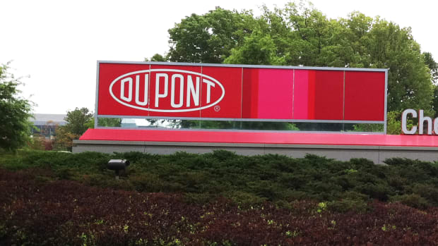 DuPont Rises After Strong Boost by New Analyst