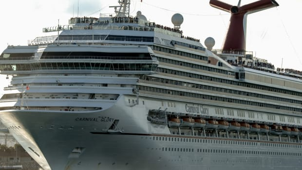 Carnival Sinks After Reducing Fiscal Outlook on Higher Fuel Costs