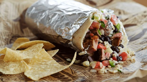 Attention Party Animals: Chipotle Poised to Take on Taco Bell's Late-Night Menu