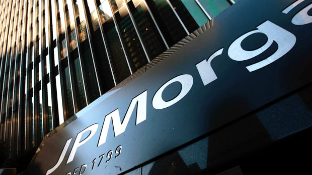JPMorgan Profit Tumbles on Slump in Bond Trading, Loss of Tax Credits