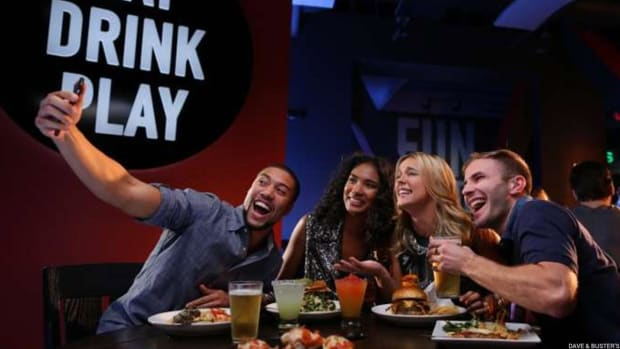Dave & Buster's Sinks After Earnings Miss, Lower Guidance
