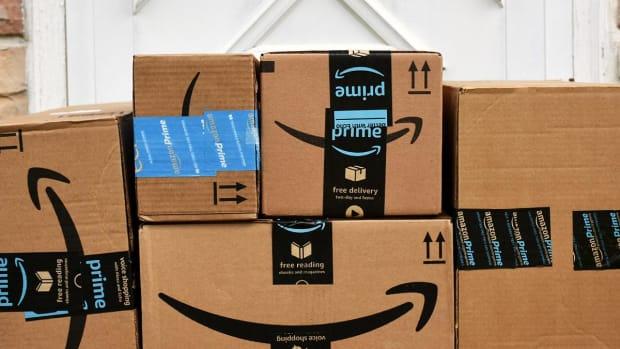 Amazon Stock Falls Into Its Buy Zone Ahead of a Santa Claus Rally