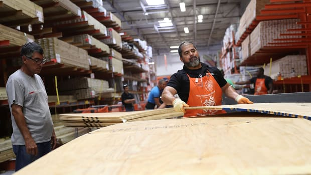 Home Depot, Lowe's Expected to Fly High on Home-Owners' Repair Projects