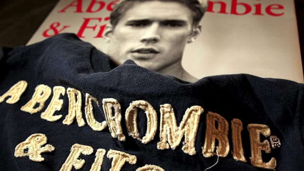 Abercrombie & Fitch Trades Among Key Levels After Mixed Earnings