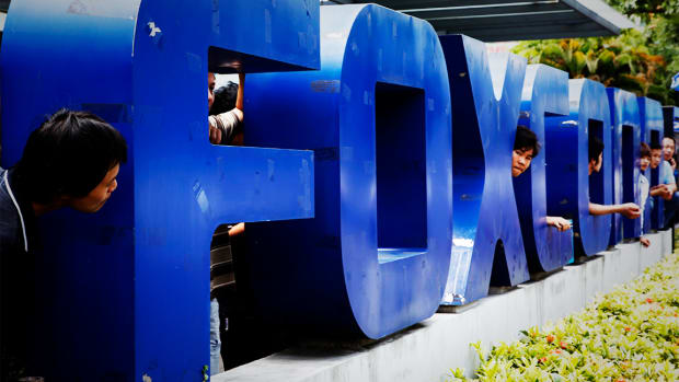 Foxconn Sees 2020 5G Smartphone Boost; Apple Supplier Tops Q3 Earnings Forecast