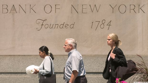 Bank of New York Mellon Gains on Earnings Beat