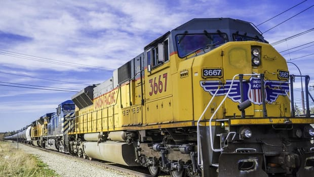 Union Pacific Shares Rise After Railroad Beats Earnings Estimates