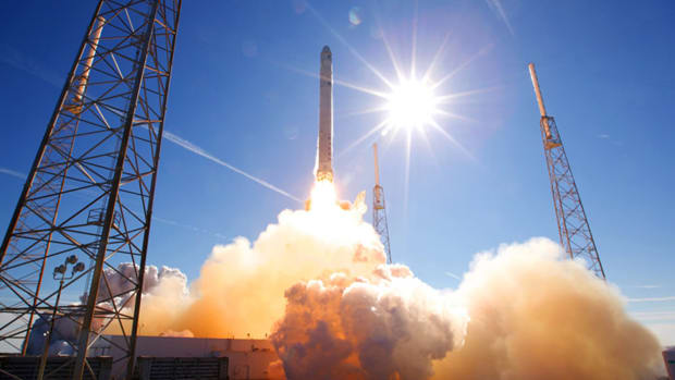 Elon Musk's SpaceX Gets Nod for Satellite-Based Internet