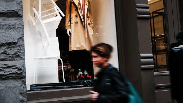 Luxury Goods Stocks Slump as Apple China Warning Ripples Through Markets