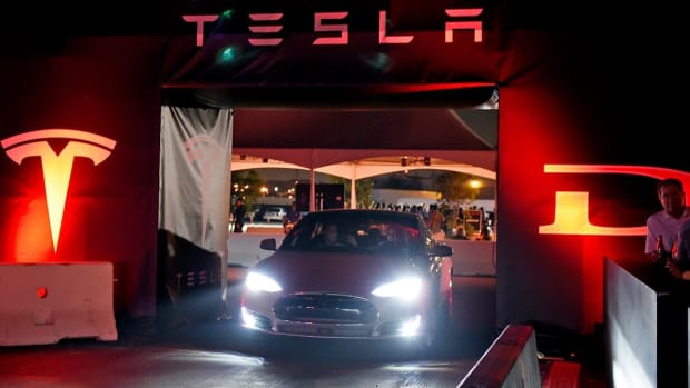Tesla Surges in Pre-Market After Musk's Olive Branch to Wall Street