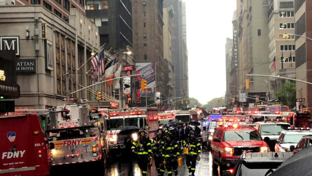 Helicopter Strikes Midtown Manhattan Financial Building, 1 Dead