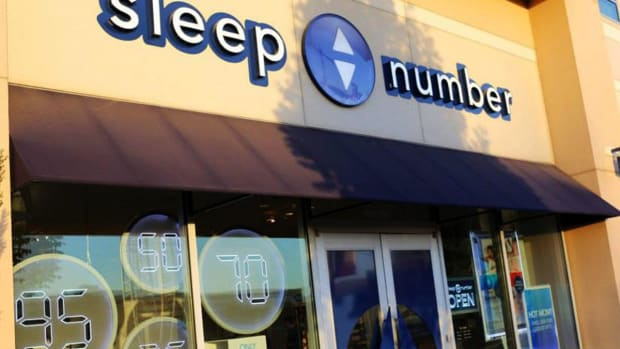 Sleep Number Shares Tumble as Sales Miss Forecasts