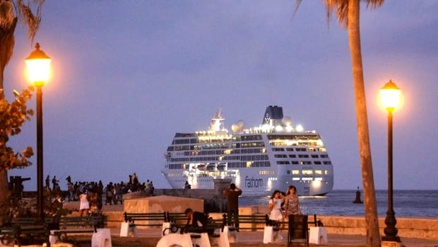 Carnival Stock Sinks as Morgan Stanley Sees Year-End Slowdown for Cruise Sector