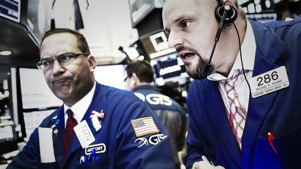 Dow Plunges, Nasdaq Slides as December Worsens, Bear Market Looms
