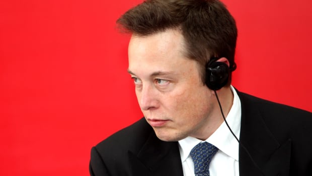Elon Musk Saves Tesla From Disaster, but Will Starbucks CEO Do the Same?