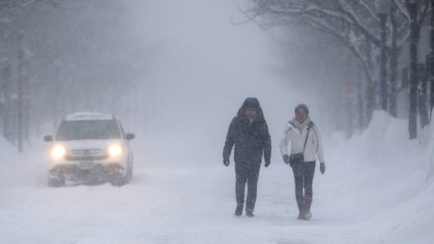 Blizzard Pounds New York, Boston as 'Bomb Cyclone' Cripples East Coast Airports