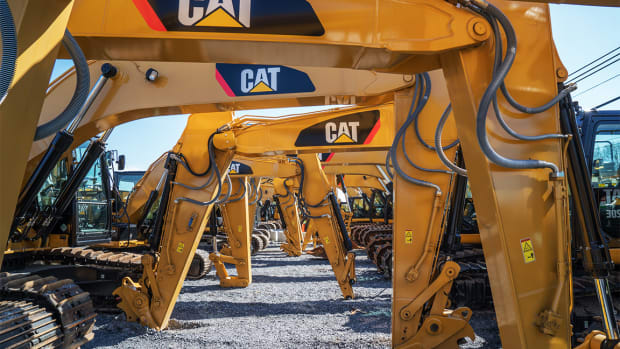 Caterpillar Revenue, U.S. Investors Pivot Overseas: Two Keys to Your Trading Day