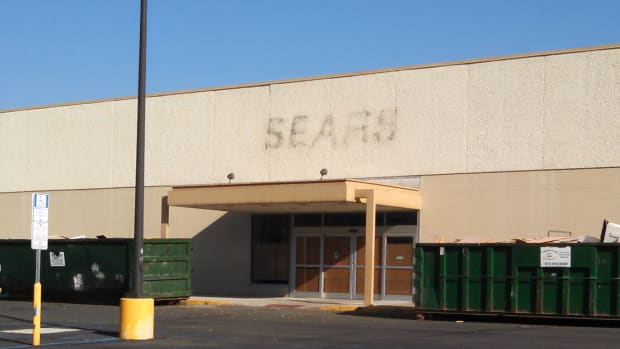 10 Haunting Photos From Sears and Kmart Closings Sweeping the U.S.