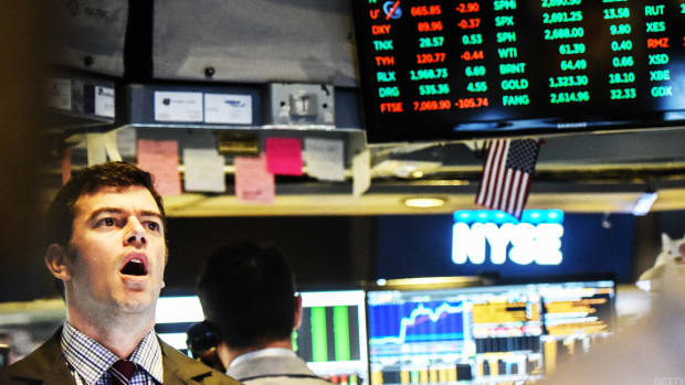 Dow Rips Higher, Stocks Get Lift From Tech Bounce