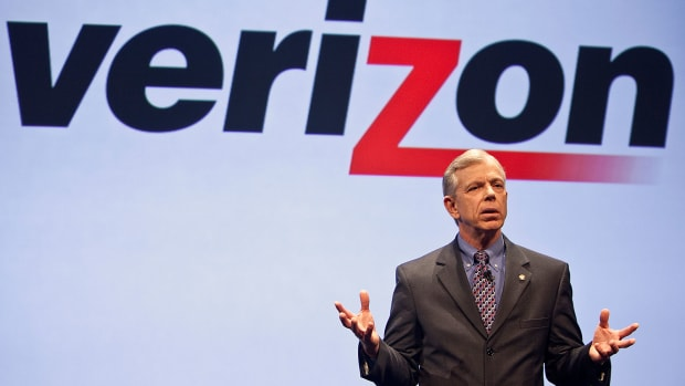Verizon Beats Forecasts in Lowell McAdam's Swan Song as CEO