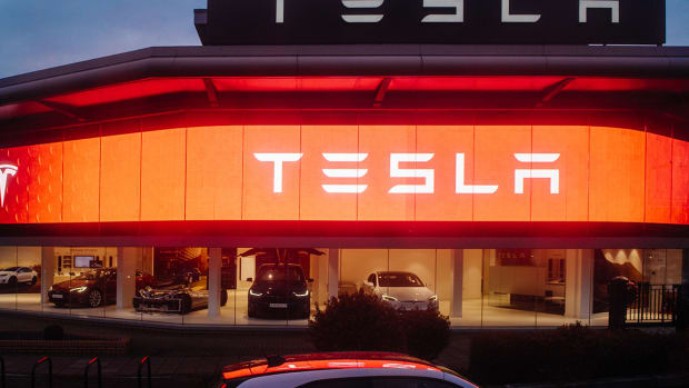 Tesla, Intel, AT&T and Powerball - 5 Things You Must Know