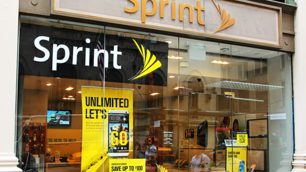 Sprint's Stock Slides on Fears $26 Billion T-Mobile Deal Won't Get Approved