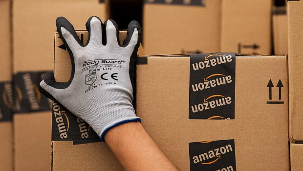 FedEx and UPS Slip on Reports Amazon Planning Business Delivery Service