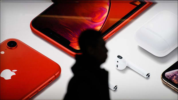 Why Jim Cramer Likes Apple's Wearables